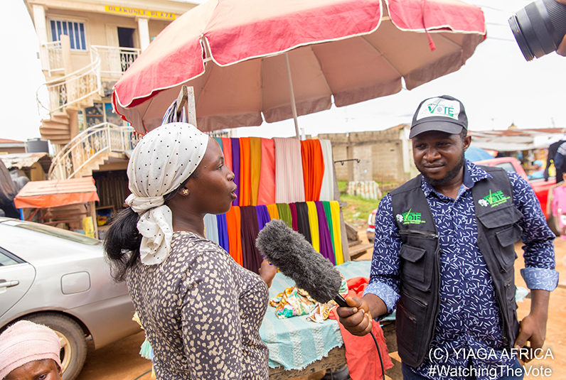 Representative from YIAGA Africa interviews a woman in the market.